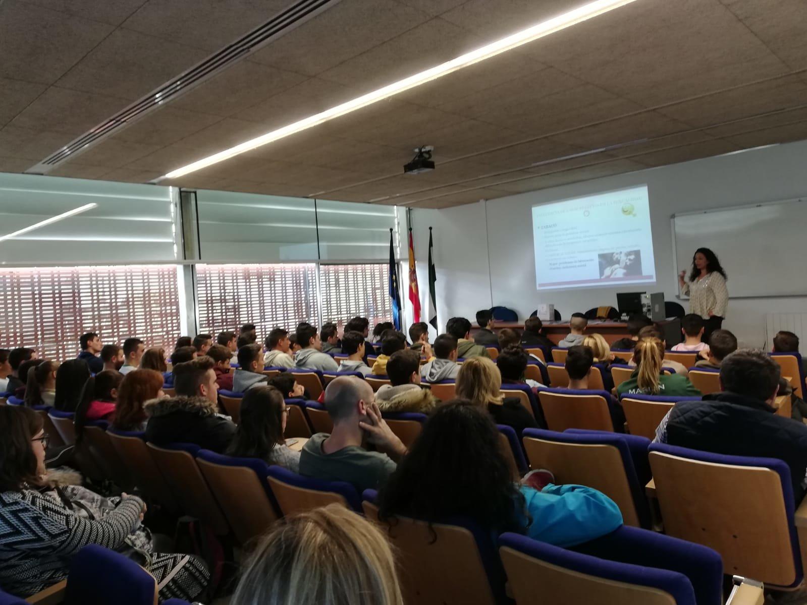 Charla impartida por Mensajeros de la Paz Extremadura en el Centro de Formación del Medio Rural de Moraleja